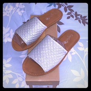 Sunny Feet BN Sz 6 Quilted Silver Glitter Sandals